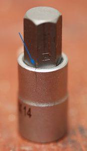 Gerissene 14er Inbus-Nuss von Proxxon nach Benutzung im Schlagschrauber