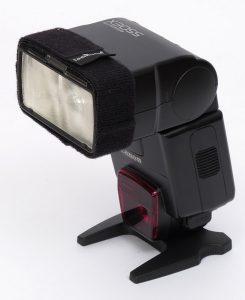 Blitz Canon 550EX mit montiertem LumiQuest Ultrastrap