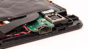 Aufgebogene USB-Buchse