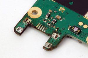 Ausgebaute USB-Buchse